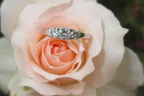 This article will help you to select the best engagement ring for your partner