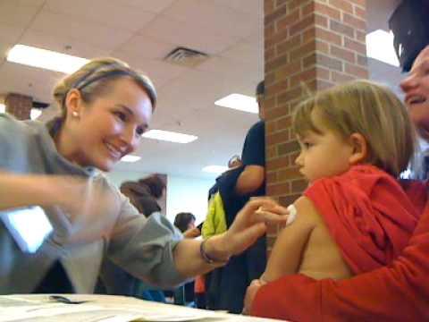 Всички видове ваксини, както и ваксината срещу свински грип причиняват няколко леки странични ефекти
