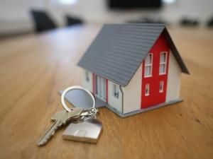 House keys and a small house-shaped keyring